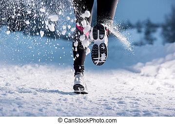 mujer que corre, en, invierno