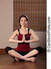 mujer que medita, con, ojos cerrados