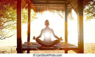 mujer que medita