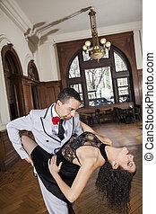 mujer, rosa, amaestrado, tango, mientras, boca, tenencia, hombre
