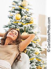 mujer se relajar, árbol, joven, frente, retrato, navidad, ...