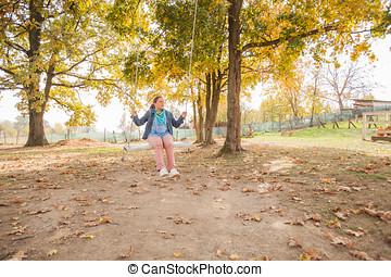mujer se relajar, al aire libre