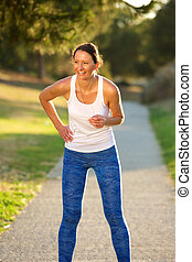 mujer se relajar, después, ejercicio, entrenamiento