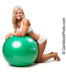 mujer se relajar, en, bola de la aptitud