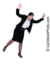 mujer, se resbalar, sobre el piso