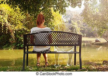 mujer se sentar, deprimido, joven, triste, park., solamente...