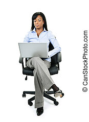 mujer se sentar, en, silla de la oficina, con, computadora