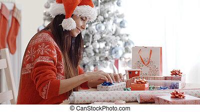 mujer se sentar, envoltura, joven, regalos, navidad