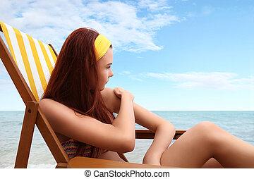 mujer se sentar, sunscreen, puesto, usted, playa