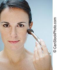 mujer, ser aplicable, cepillo, maquillaje