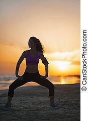mujer, silueta, anochecer, joven, condición física, elaboración, playa, ejercicio