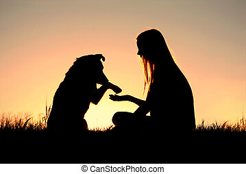 mujer, silueta, ella, perro, manos temblar
