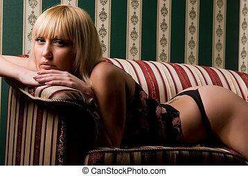 mujer, sofá