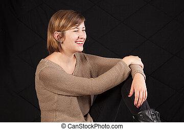 mujer sonriente, bastante