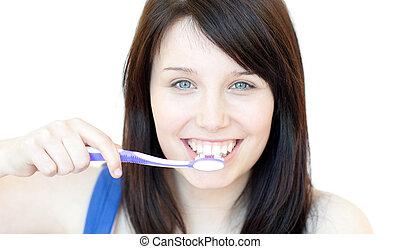 mujer sonriente, cepillado, ella, dientes