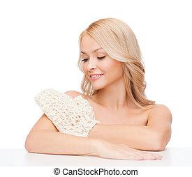 mujer sonriente, exfoliación, guante