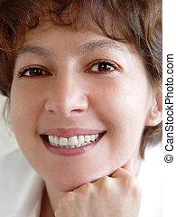 mujer sonriente
