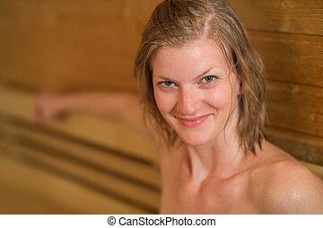 mujer sonriente, sudoroso, sauna