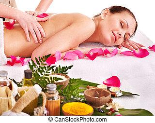 mujer, spa., masaje, obteniendo