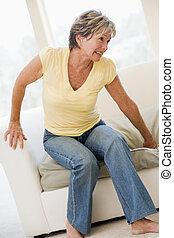 mujer, sufrimiento, con, dolor de espalda