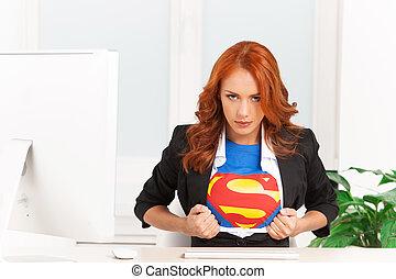 mujer, superhombre, oficina, ella, sentado, mujer de ...