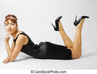 mujer, talonado, negro, shoes, acostado