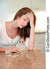 mujer, teniendo, dolor de cabeza