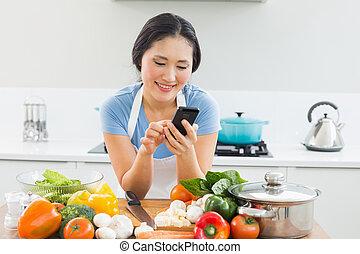 mujer, texto, vegetales, frente, mensajería, cocina