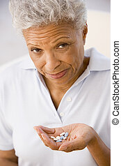 mujer, tomar pastillas