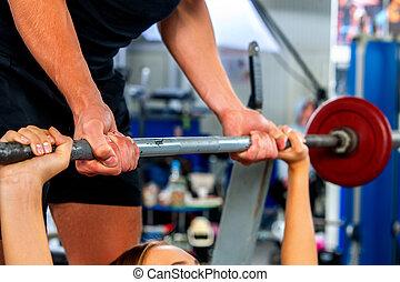 mujer, trabajando, entrenamiento, banco, gym., condición ...