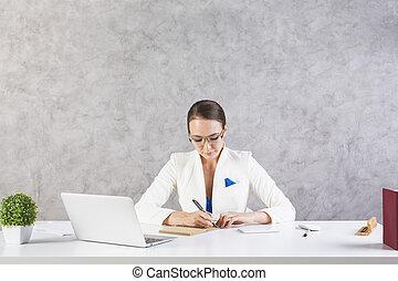 mujer, trabajo encendido, proyecto