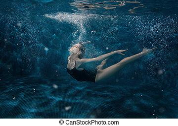 mujer, underwater., bailando