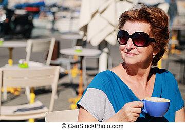 mujer, viejo, años, al aire libre, 70, retrato