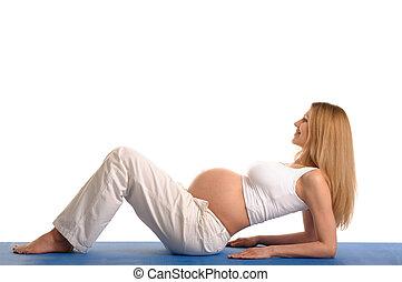 mujer, yoga, embarazada, abajo, practicar, acostado