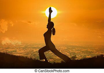 mujer, yoga, joven, ocaso, plano de fondo, naranja, practicar, silueta
