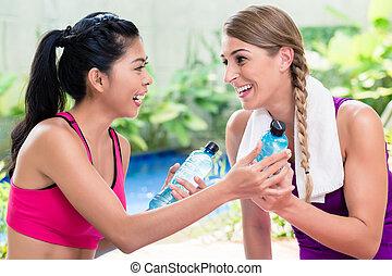 mujeres, amigos, relajante, después, ejercicio salud
