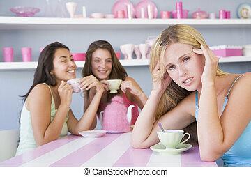 mujeres, el gozar, té, joven, dos, mientras, fiesta, uno, se sienta, aparte