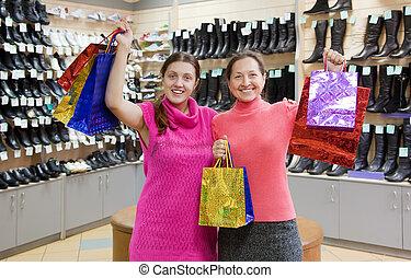 Tienda buye ropa interior mostrador compras ropa fotograf a de archivo buscar fotos y - Fotografias de mujeres en ropa interior ...