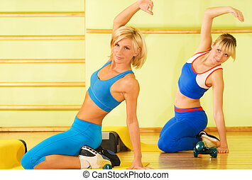 mujeres hermosas, ejercitar, en, club de la aptitud