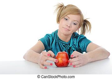 mujeres jóvenes, con, un, manzana roja, en, el, mesa.