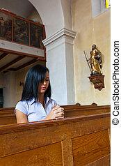 mujeres, rogar, en, un, iglesia