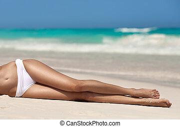 mujeres, sexy, piernas, en la playa