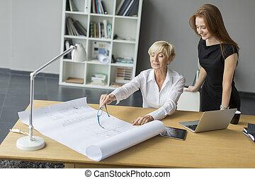 mujeres, trabajando, en, la oficina