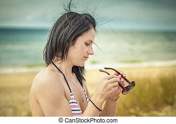 mulher, óculos de sol, mar