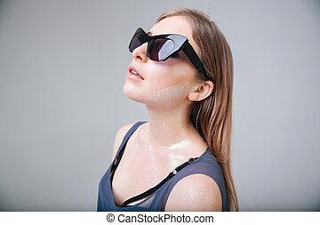 mulher, óculos de sol, moda