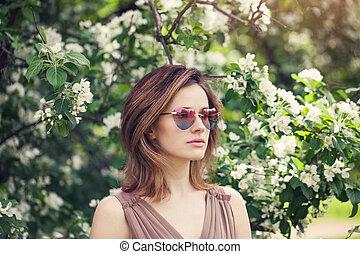 mulher, óculos de sol, primavera, jovem, bonito, ao ar livre, retrato