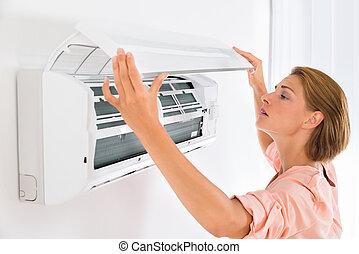mulher, abertura, condicionador ar