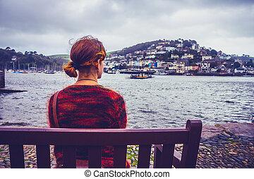 mulher, admirar, vista, de, litoral, cidade