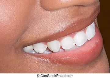 mulher, africano-americano, preto étnico, dentes, closeup