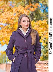 mulher, agasalho, jovem, outono, bonito, violeta, durante